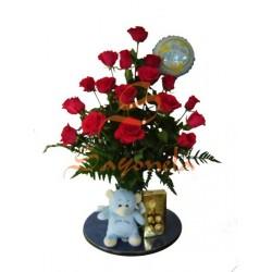 Jarrón 18 Rosas Rojas con Peluche, Globo y Chocolates