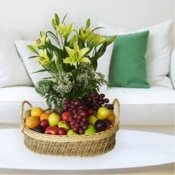 Cesta de Lirios y Frutas