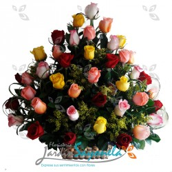 Canasta de rosas surtidas