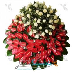 Corona en Anturios y Rosas blancas