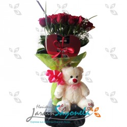 Bouquet, peluche y chocolates