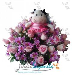 Rosas orquideas y peluche