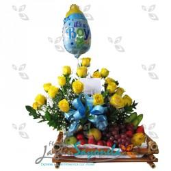 Rosas amarillas, frutas y globo