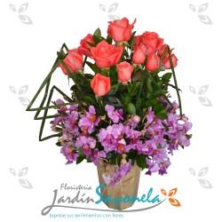Orquídeas y rosas base madera
